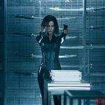 """Кейт Бекинсейл перевоплощается в анимированном постере хоррор-экшена """"Другой мир: Войны крови"""""""