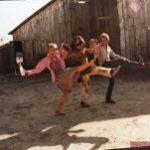 """[РАРИТЕТЫ] Актриса Ди Уоллес-Стоун показала редкие (и смешные) кадры со съемок фильма """"Куджо"""""""